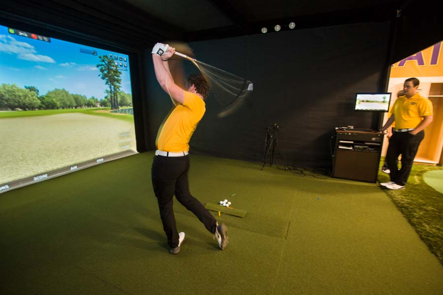 Knox golf teams in the new Schmid Golf Performance Center.