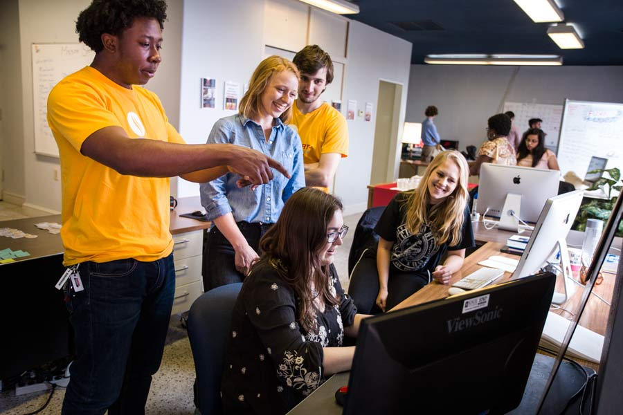 Students collaborate in an entrepreneurial environment during Knox StartUp Term.