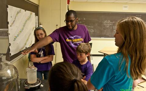 REACH Fellows Teach College for Kids at Knox