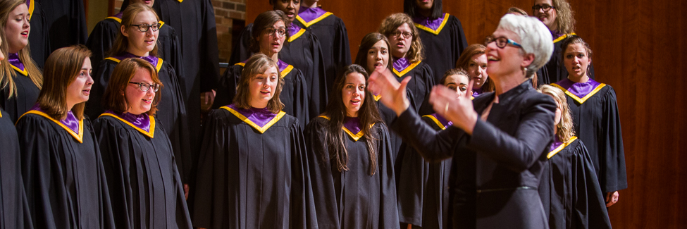 Professor Laura Lane directs a Knox College Choir concert.