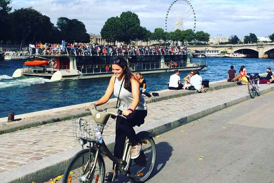 Colleen Shelly '14 studies public health in France.
