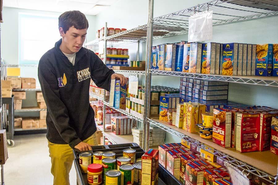 knox team donates food winning game plan knox college