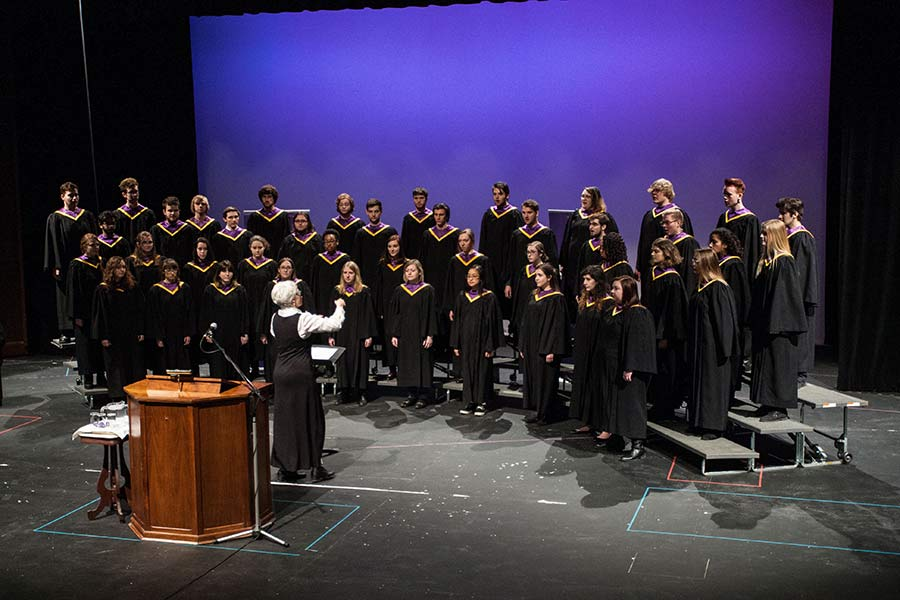 The Knox College Choir, directed by Music Professor Laura Lane, performs.