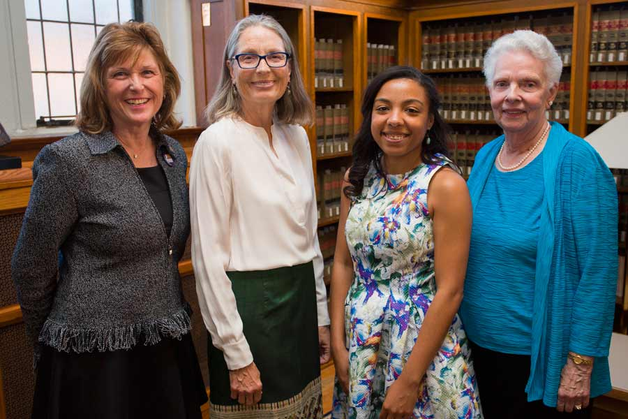 Knox College Honors 4 Women with Alumni Achievement Awards