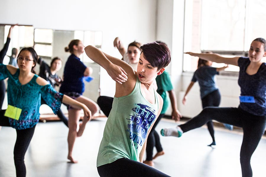 Brynn Ogilvie '13 teaches a workshop during her residency at Knox.