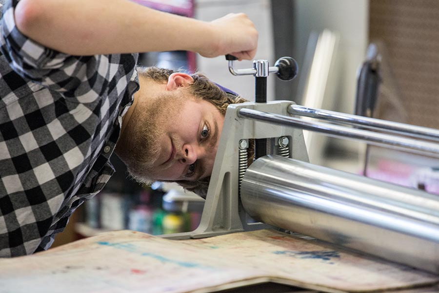 Knox student Carl Voss working in the print studio.