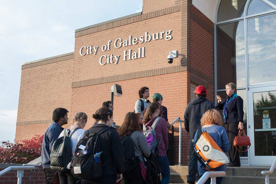 Knox College students head to City Hall to vote in 2016
