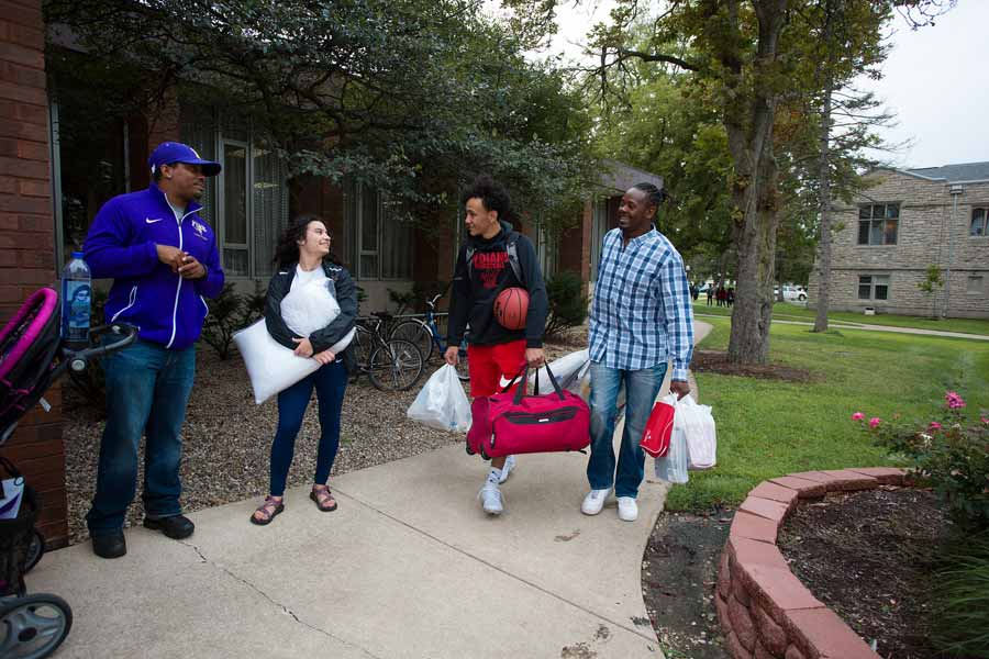 Knox College students and staff help new students move into their rooms on campus and begin orientation activities to start the 2018-19 academic year.