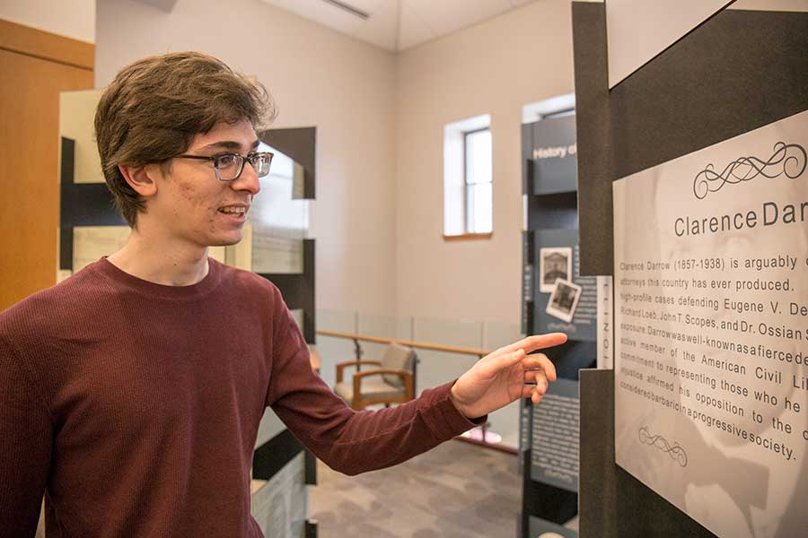 Joel Willison '19 examines the travelling Bicentennial of Illinois Law Exhibit.