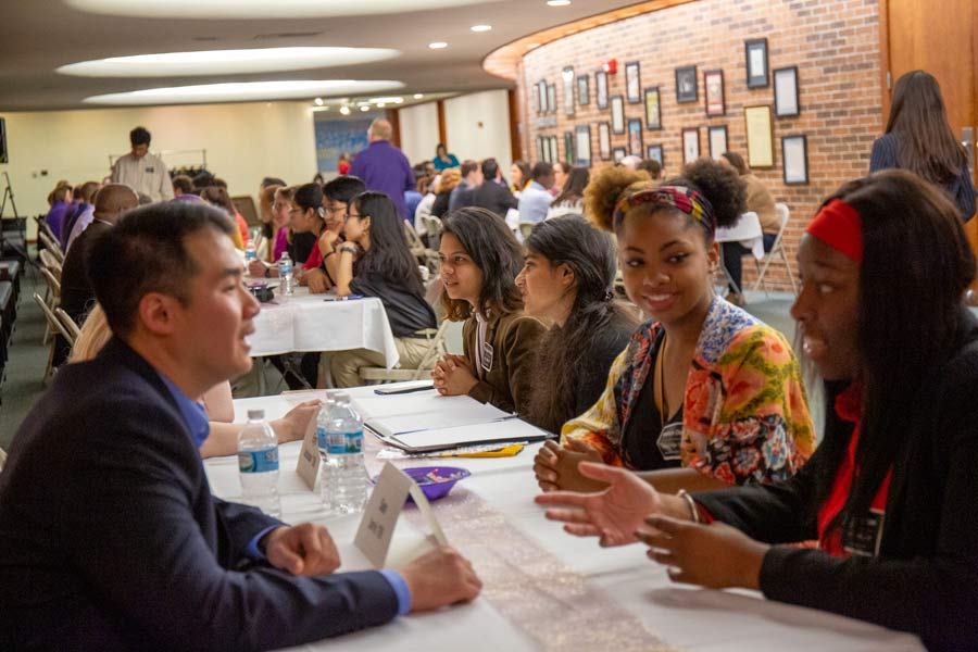 "Students Explore Careers in ""Speed Networking"" Event with Alumni"