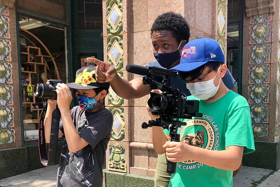 Cortney Hill '17 explores Chinatown with two students while documenting street photography and videography.